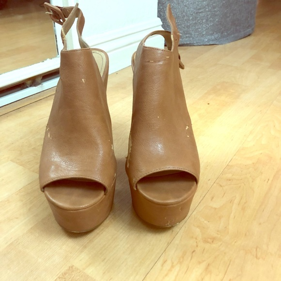 Steve Madden Shoes - 1970s Clogs for your Bell Bottom / Flared Jeans